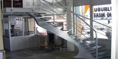 Cam Basamaklı Merdivenler