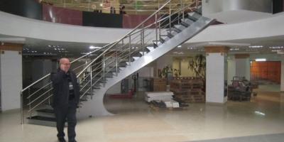 Sahanlıklı Eğrisel Merdivenler